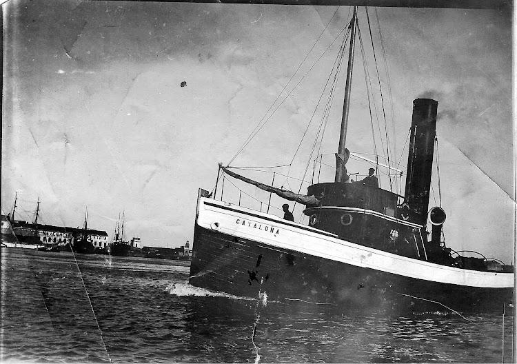 Extraordinaria foto del vapor remolcador CATALUÑA. Colección Jaume Cifre Sanchez. Nuestro agradecimiento.jpg