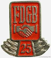 0052 FDGB 25 Ere-spelden