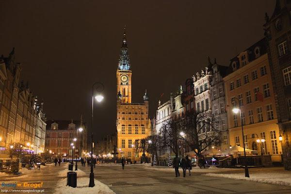 gdańsk nocą - ratusz z zielonej bramy