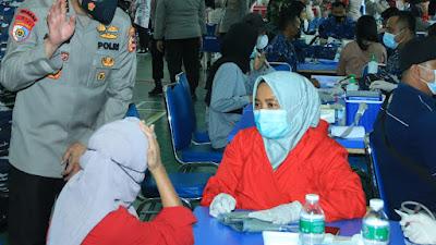 Irwasum Polri Tinjau Pelaksanaan Vaksinasi di Padang
