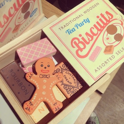 lifestyle-blogger-imperial-war-museum-london-blogger-things-to-do-in-london-south-east-london-wooden-biscuits