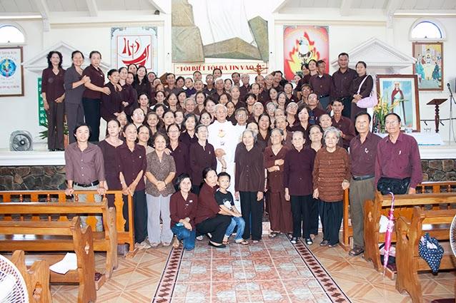 Dòng Phan Sinh Tại Thế Miền Nha Trang hành hương năm đức tin