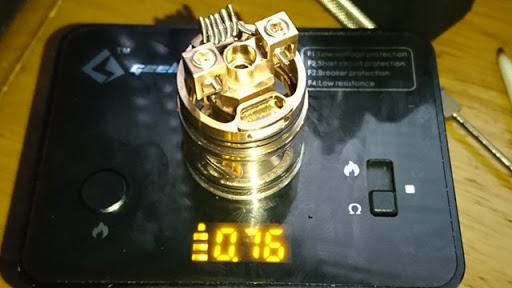 DSC 2955 thumb%255B2%255D - 【RDTA】「AUGVAPE Merlin RDTA」レビュー。あのマーリンの名を継ぐエングレービングの美しさとメタリック感ボディのRDTA!ヘビードローで美味しい ※追記あり【VAPE/電子タバコ/爆煙/アトマイザー】