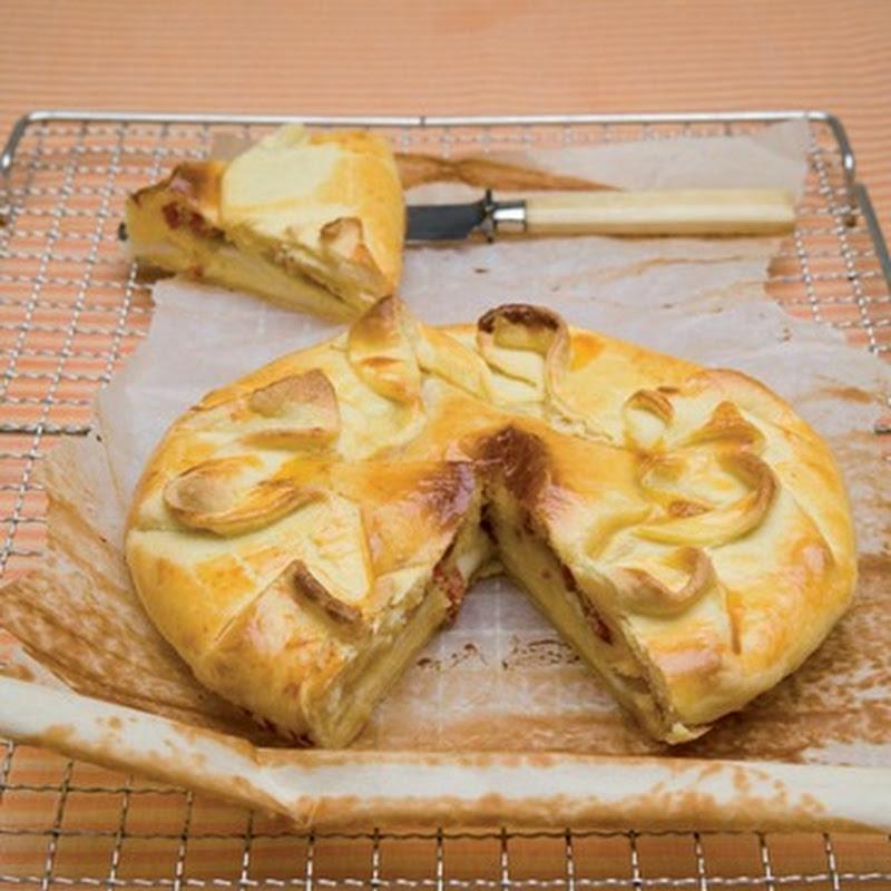 Torta salata con pecorino e salame.