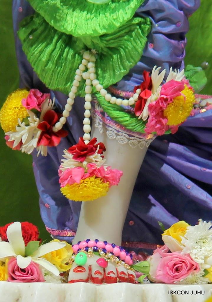 ISKCON Juhu Sringar Deity Darshan on 30th June 2016 (34)