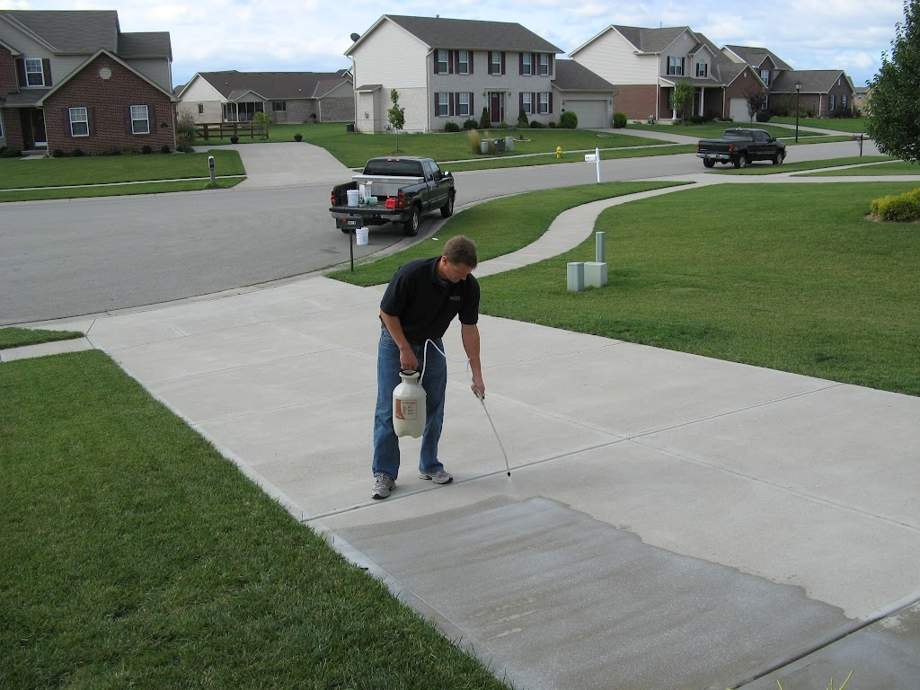 Concrete driveway sealing contractor jaco indy for Concrete home contractors