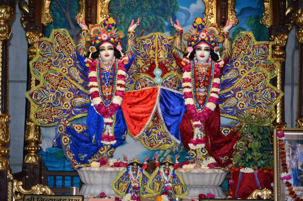 ISKCON Ujjain Deity Darshan 22 Dec 2015 (16)