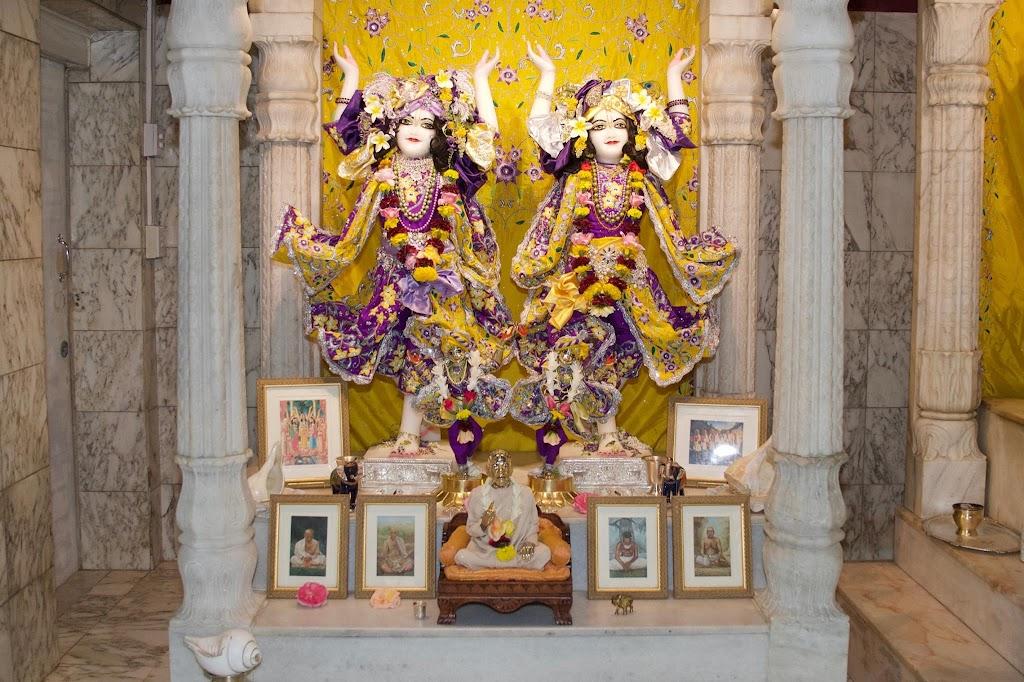 ISKCON New Govardhana Deity Darshan 22 Dec 2016 (23)