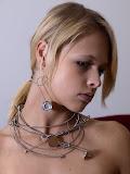 – STRUNY BASOVÉ magnetické šperky - sestava /cena jednotlivych komponentů je od 200,- Kč naušnice od 300,- Kč a nahrdelnik od 500-,Kč