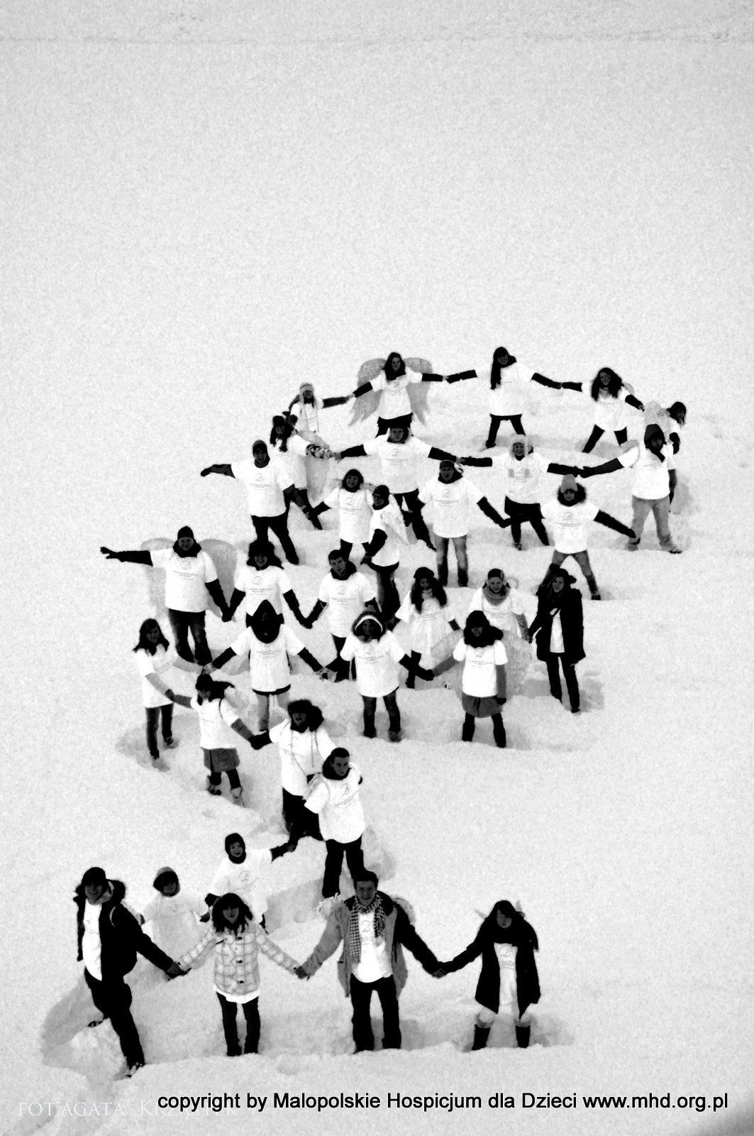 Wielki happening anielski, który odbył się w Zakopanem w sobotę, 28.12.2012 roku. Wolontariusze MHD pokazali po raz kolejny, że wolontariat naprawdę dodaje skrzydeł :):):) foto: Agata Krząstek - wolontariuszka MHD