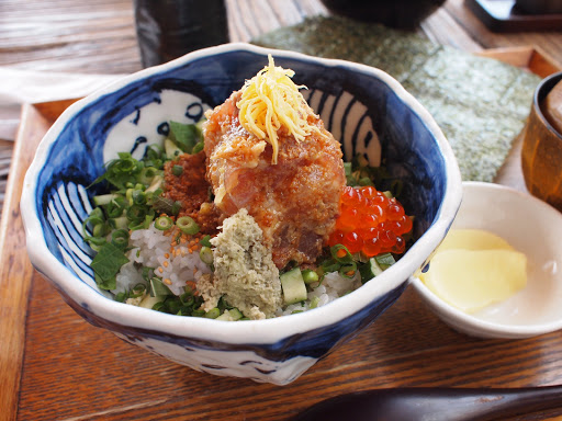 [写真]江ノ島小屋のまかない丼
