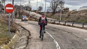 ¿Es obligatorio saltarse un prohibido para llegar al carril bici de Colmenar?