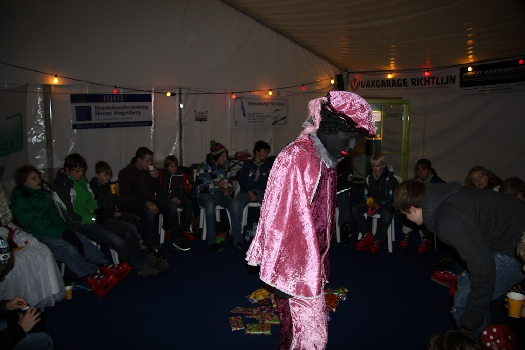 Sinterklaas bij de schaatsbaan - IMG_0410.JPG