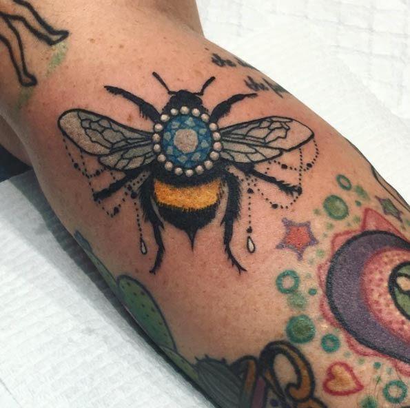 este_bejeweled_abelha_tatuagem