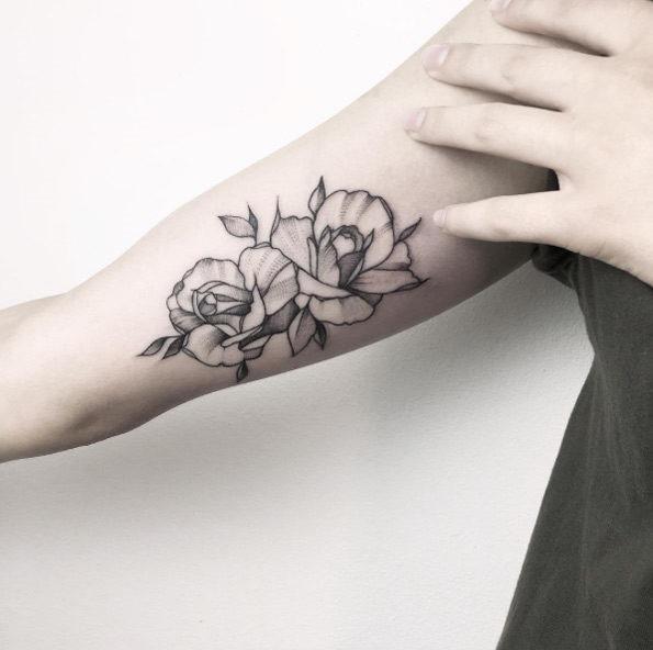 estes_divina_blackwork_flores