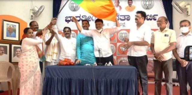Cong leaders joined BJP | ಜಿ.ಪಂ. ಸದಸ್ಯೆ ಜೊತೆ ಕೈ ನಾಯಕರ ಪಕ್ಷಾಂತರ ಪರ್ವ: ಹಲವು ನಾಯಕರು ಕಮಲ ತೆಕ್ಕೆಗೆ