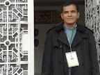 Julian Zapata a la puerta Centro Cultural Islámico de Colombia