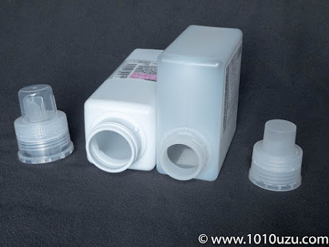 Seriaと無印良品の詰め替え容器の詰め替え口比較