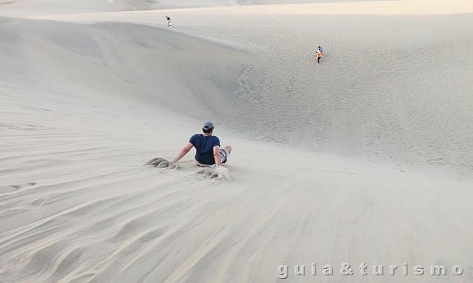 Sandboard no deserto de Huacachina
