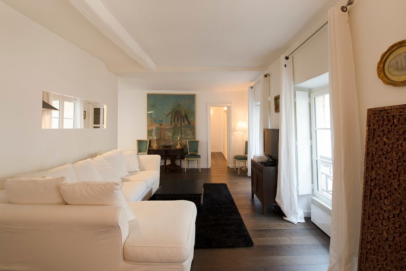2 Bedroom Apartment in Marais Charlot living room