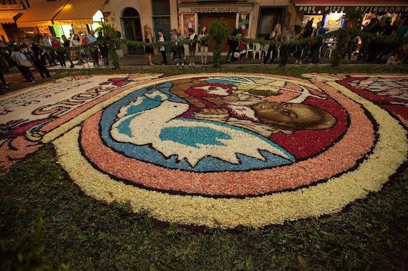 las alfombras de flores de l 39 infiorata italia destino