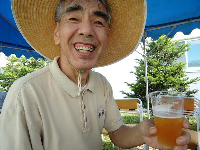 最後は、笑顔でビールです