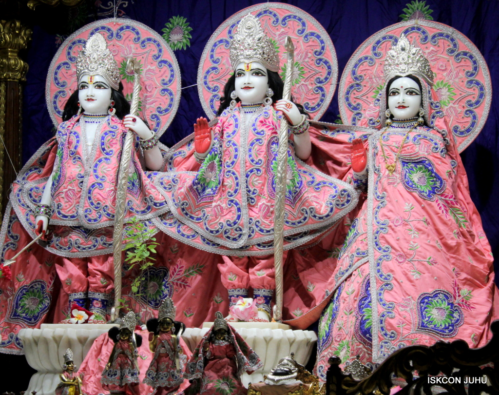 ISKCON Juhu Mangal Deity Darshan on 30th Sep 2016 (11)