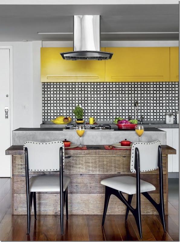 cozinha branco preto amarelo e madeira