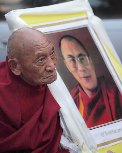 10/19/11 Tibet is Burning! Candle Vigil for Tibet - cc%2B018510-19%2BTibet%2B72dpi.jpg