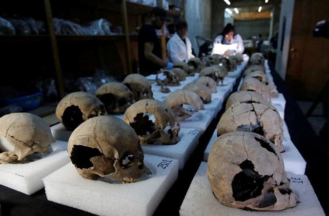 Torre de crânios humanos descoberta no México 04