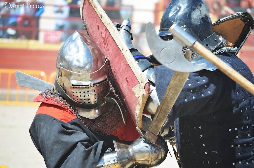 liga-combate-medieval-lucha-justas-espectáculo-manzanares-el-real-castillos-ocio-con-niños