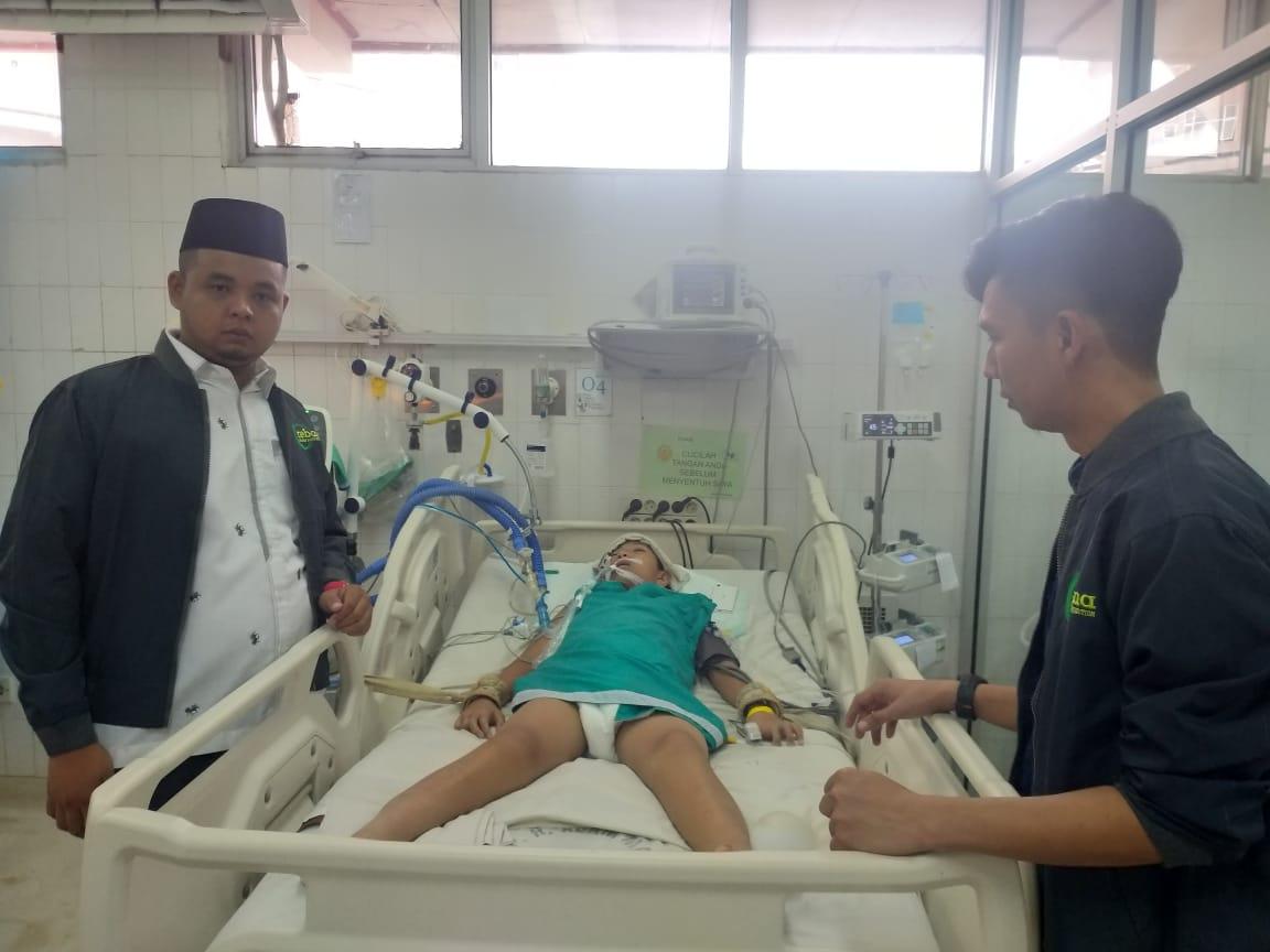"""Subhan Allah....""""Relawan Bobby Afif Nasution Berikan Bantuan Kepada Anak yang Viral di Sosmed Karena Koma"""""""