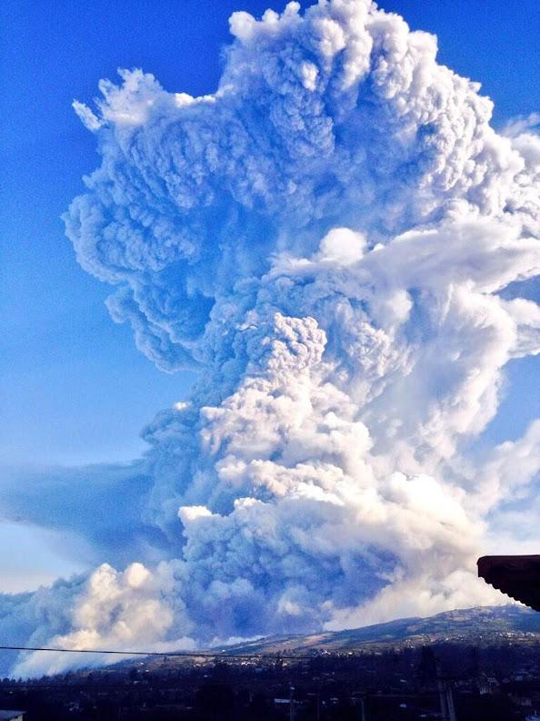 Pirocúmulos en el volcán Tungurahua