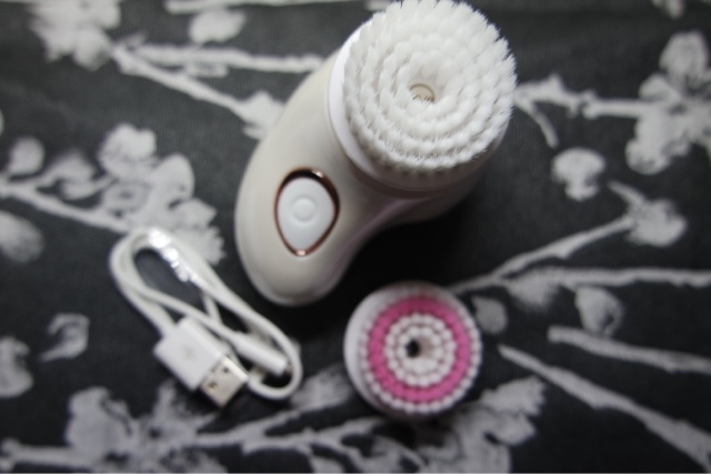SENSSE Go! Mini Sonic Facial Cleansing Brush and Exfoliator
