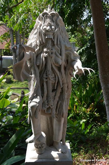 Tirtagangga statue