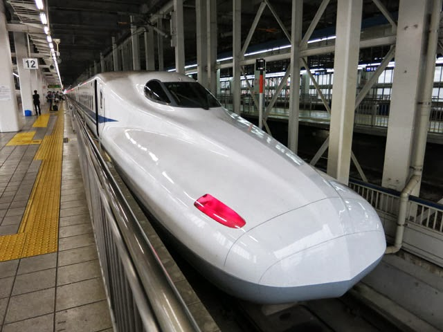 博多駅の新幹線N700系のぞみ