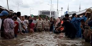 Banjir Karena Hujan Ekstrem, Eks Stafsus Presiden: Tak Mungkin Pemprov Tampung Hukum Fisika Sendirian