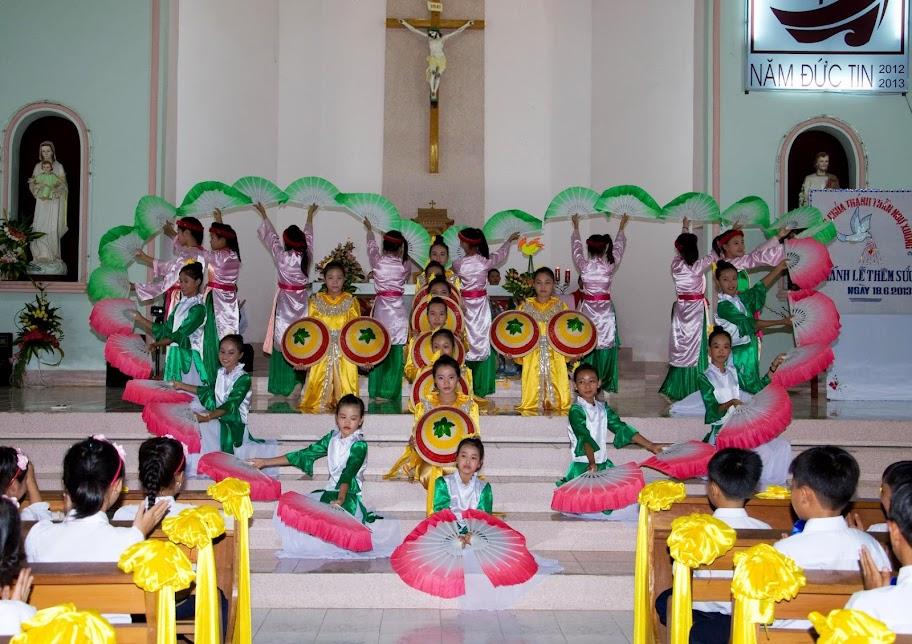 Giáo xứ Phú Phong: Thánh lễ ban Bí tích Thêm sức