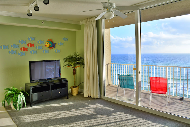 Tidewater Beach Resort - Living room