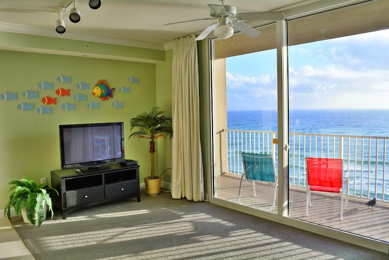 Tidewater Beach Resort - Living room