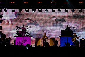 cgr_panicatthedisco_2008_44.jpg