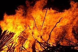 250px-Large_bonfire