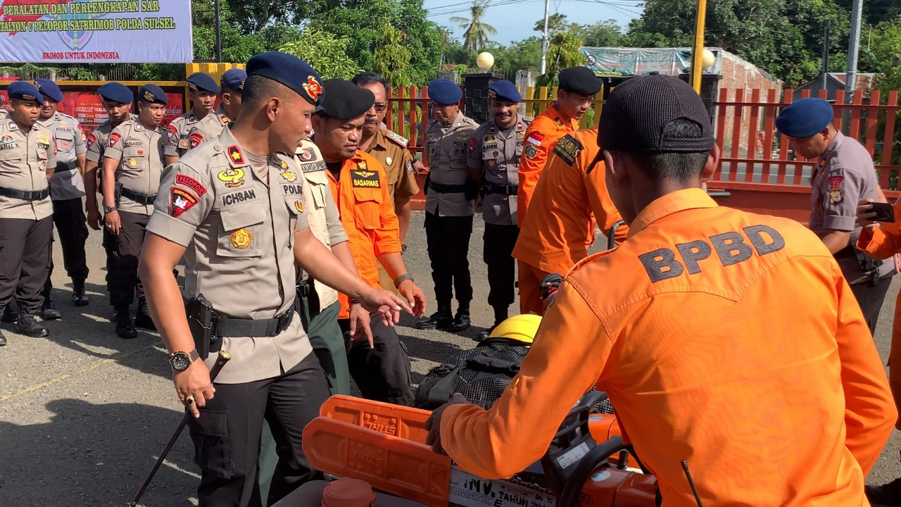 Antisipasi Bencana, Tim SAR Yon C Pelopor Brimob Bone Tetap Siaga di Hari Libur