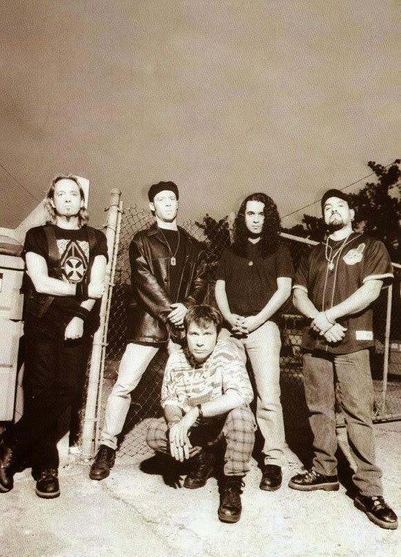 Bruce junto a Adrian Smith,el resto de la banda se completaba con,Roy Z - guitarra,Eddie Casillas - bajo & David Ingraham - batería