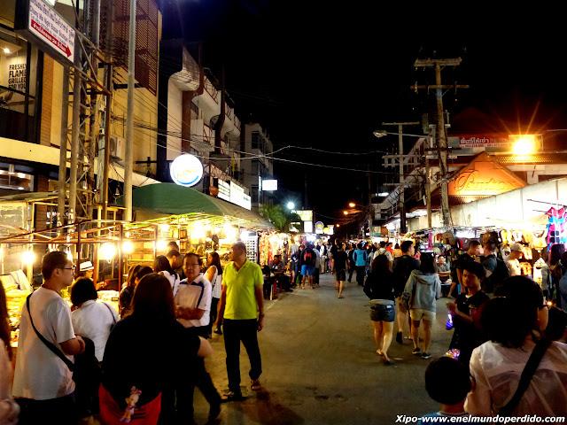 night-bazar-chiang-mai.JPG