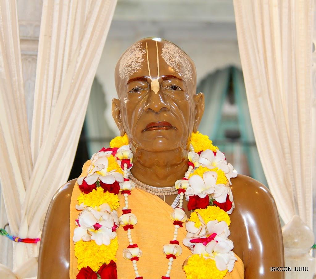 ISKCON Juhu Sringar Deity Darshan on 27th April 2016 (48)