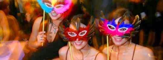 Rango de edad de los invitados en una fiesta tematica para adultos