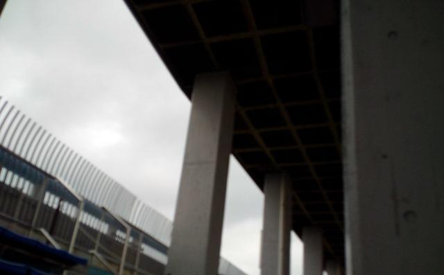 パロマ瑞穂スタジアム屋根雨濡れる