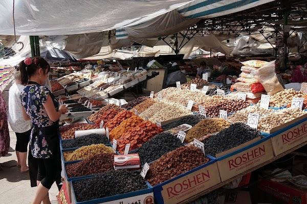 Nüsse und Trockenfrüchte auf dem Osch-Basar