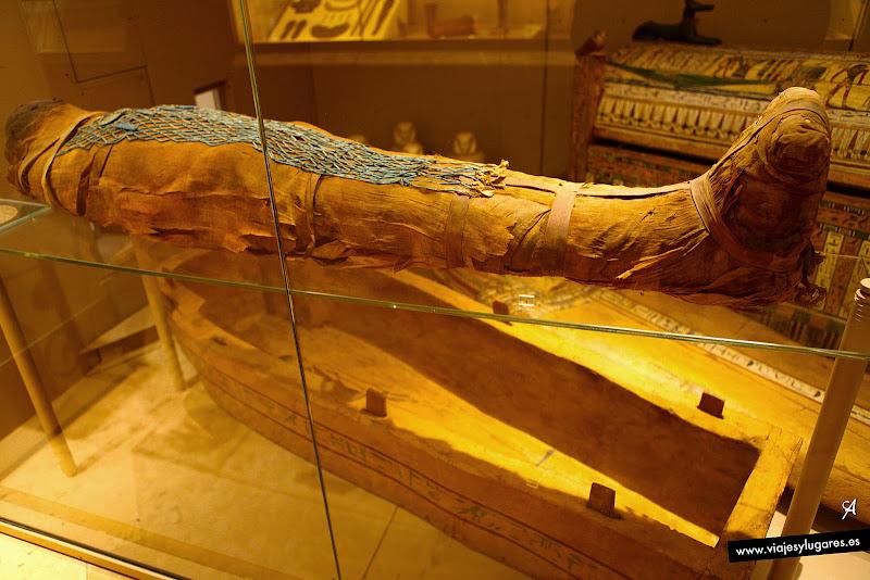 Enterramiento y momia de Usai. Cultura egípcia